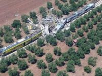 İtalya'da iki tren çarpıştı: 11 ölü