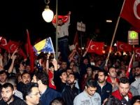 Yurt dışındaki Türkler ve Müslümanlar darbe girişimini protesto ediyor