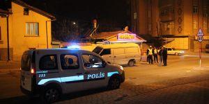 Otomobil, mendil satan kardeşlere çarptı: 1 ölü, 2 yaralı