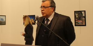 Rus büyükelçi Karlov silahlı saldırıda hayatını kaybetti