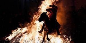 İspanya'da 300 Yıllık Gelenek: Atlar Ateş Üstünde 'Günahlarından Arındı'