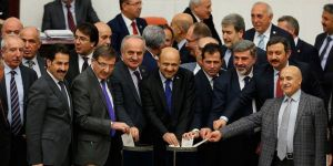 Anayasa Değişikliği Teklifinin 8'inci Maddesinin Görüşmeleri Başladı