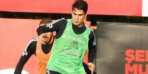 Beşiktaş'ta Necip Uysal Sakatlandı