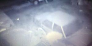 Otomobilin tekerlerini çalan hırsızlar kameraya yakalandı