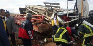 Hazır beton pompa vinci şarampole devrildi: 1 ölü, 1 yaralı