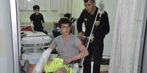 Güreşçileri taşıyan minibüs kaza yaptı: 12 yaralı
