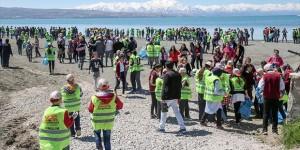 Van'da 3 Bin Öğrenci Çöp Topladı
