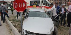 Konya'da Otomobil İle Minibüs Çarpıştı