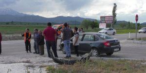 Konya'da Ciple Otomobil Çarpıştı: 1 Ölü, 2 Yaralı