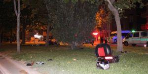 Motosiklet Ağaçlara Çarptı: 1 Ölü, 1 Yaralı