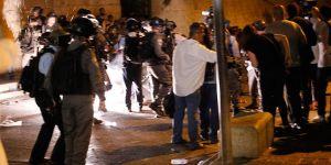 İsrail Polisinden Aksa Kapısındaki Cemaate Müdahale