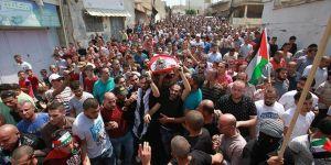 İsrail Askerlerinin Öldürdüğü Filistinliler İçin Cenaze Töreni