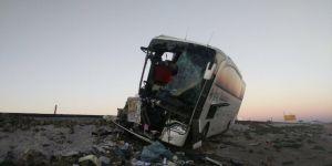 Yolcu Otobüsü ile Pancar Yüklü Tır Çarpıştı: 1 Ölü, 20 Yaralı