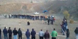 Çayırbağı'nda bahisle köpek dövüşü