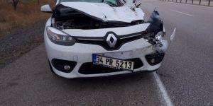 Otomobil kamyona arkadan çarptı: 3 yaralı