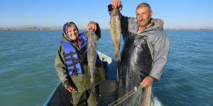 """Balıkçı Çift 30 Yıldır Birlikte """"Vira Bismillah"""" Diyor"""