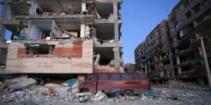 Depremde En az 200 ölü, 1600'den fazla yaralı
