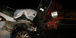 Konya'da Otomobil Traktörle Çarpıştı: 2 Yaralı