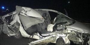 Konya'da otomobil traktör römorkuna çarptı: 1 ölü, 2 yaradı