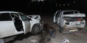 Konya'da İki Otomobil Çarpıştı: 8 Kişi Yaralı