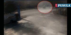 Traktör ile hafif ticari aracın kazası kamerada