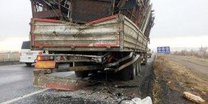 Konya'da minibüs tıra arkadan çarptı: 1 ölü