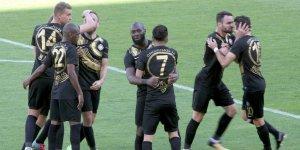 Konyaspor, 2 oyuncuyu bitirdi!