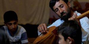 Afrinli Saz Aşığı Huzura Kavuşan Köyünde Kurs Açmayı İstiyor