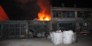 Hurdalık çatısı alev alev yandı