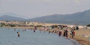 Beyşehir Gölünde yüzme keyfi sürüyor