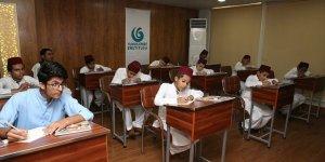 Yee'den Pakistanlı Yetimlere Türkçe Dersi