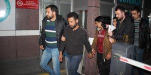 Afganlıyı gasp eden Suriyeliler yakalandı