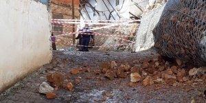 Bozkır'da etkili sağanak kayaları parçaladı