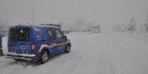 Konya-Antalya yolunda kar yağışı ulaşımı olumsuz etkiliyor