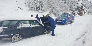 Konya- Antalya karayolunda kar sebebiyle ulaşım güçlükle sağlanıyor