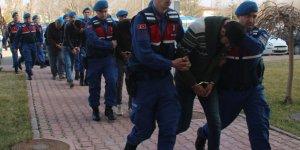 Konya'da Otomobille Kaçan Hırsızlık Zanlılarına Ateş Açılması