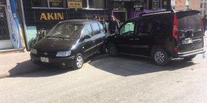 Konya'da 3 araç birbirine girdi