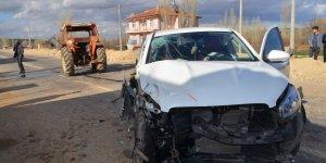 Konya'da Traktör İle Hafif Ticari Araç Çarpıştı: 5 Yaralı