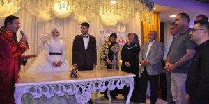 Münevver Yavaş oğlunu evlendirdi