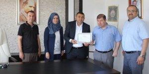 Görme Engelli Öğrenciye Diplomasını Kaymakam Kılınç Verdi