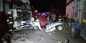 Konya'da Kamyonun Halatla Çektiği Otomobile Tır Çaptı: 3 Ölü, 2 Yaralı