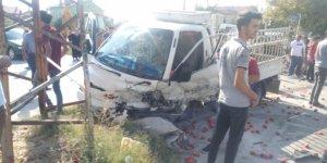 Saraçoğlu'nda feci kaza: 3'ü ağır 6 yaralı