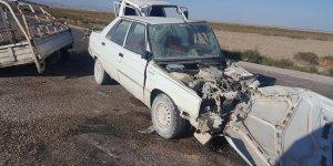 Otomobil ile kamyonet çarpıştı: 4 yaralı