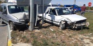 Konya'da Hafif Ticari Araç İle Otomobil Çarpıştı: 7 Yaralı