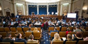 Trump'a Yönelik Azil Soruşturmasında Halka Açık Oturumlar Başladı