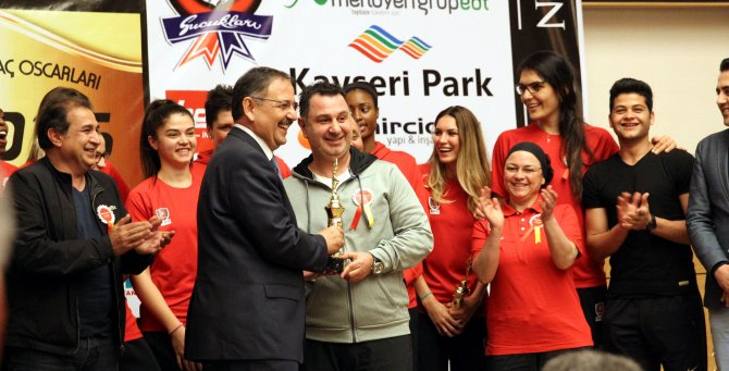 """Abdullah Gül Üniversitesi'ne """"yılın takımı"""" ödülü"""