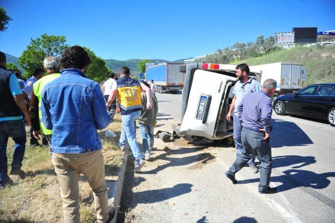 Bursa'da minibüs ile tır çarpıştı: 6 yaralı