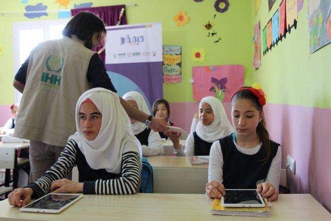 Suriyeli çocuklara 20 bin tablet