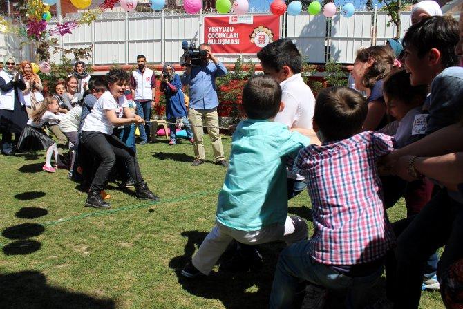 Suriyeli ve Türk öğrenciler çocuk bayramını bir arada kutladı