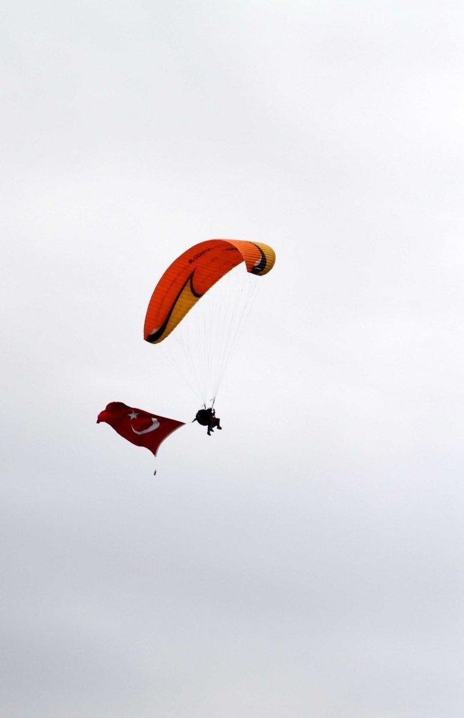 Gaziler yamaç paraşütü yaptı